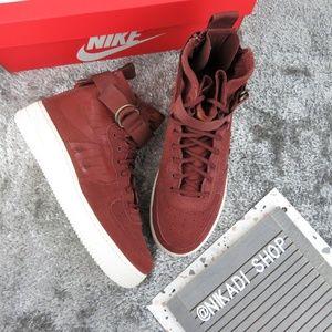 Nike Air Force 1 Mid Sneakers